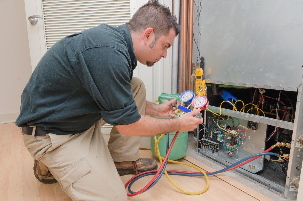 HVAC Technician Repair