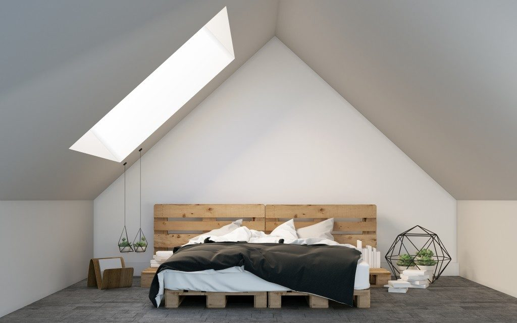 Minimalist attic bedroom with bed pallet design