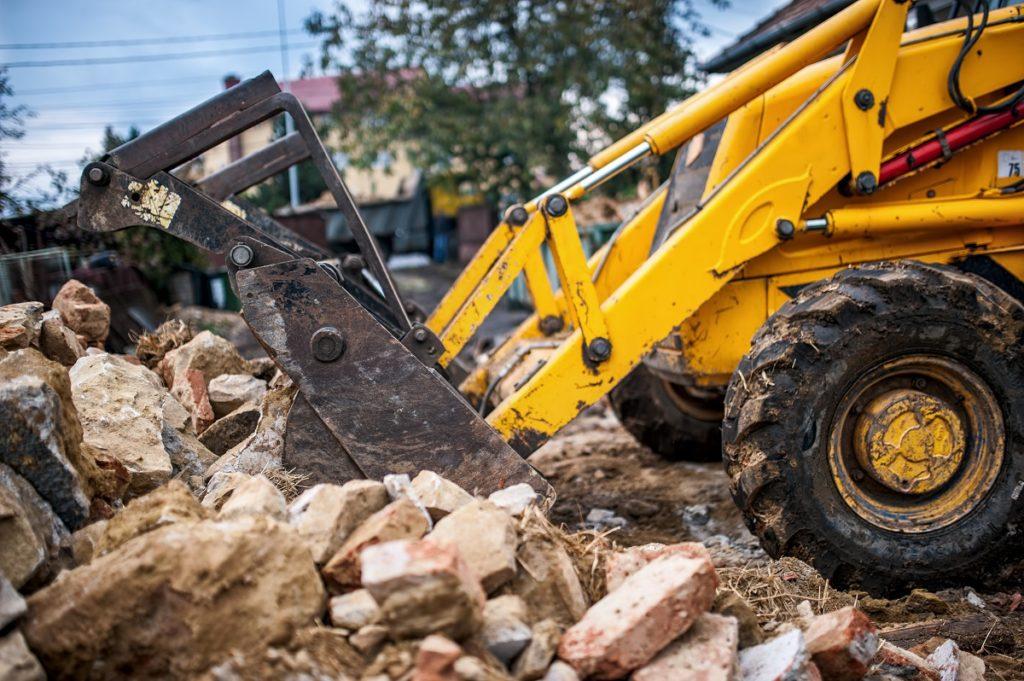 Excavator getting the demolition waste