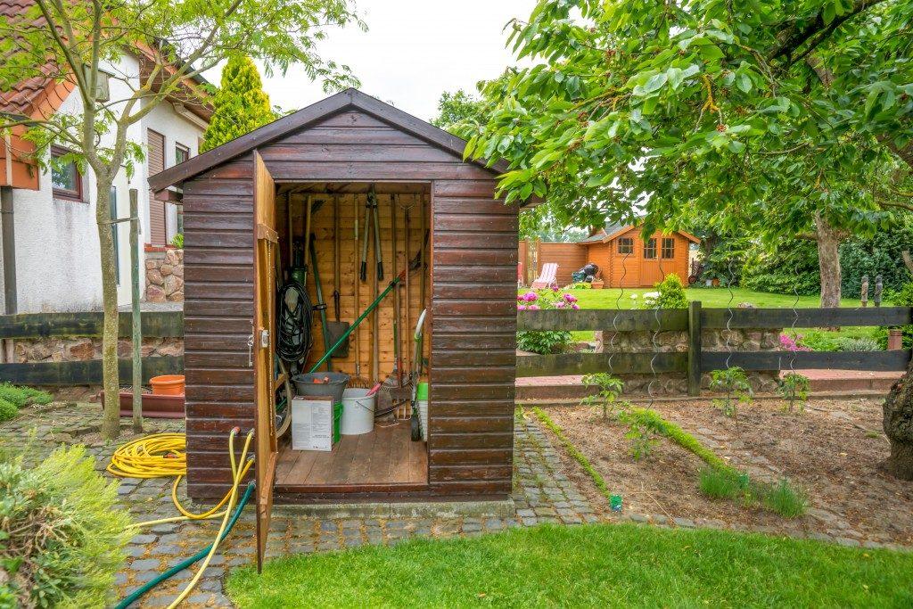 garden hut with gardening tools