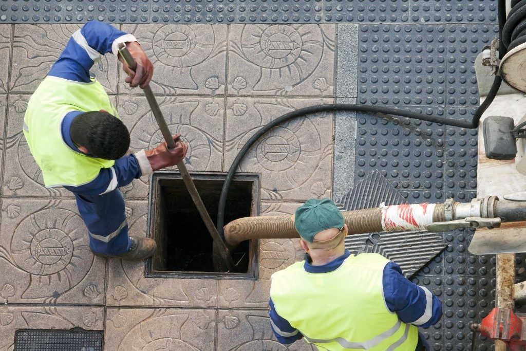 Cleaning sewer line