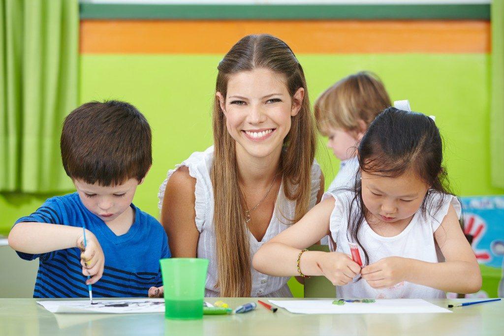 Teacher teaching art